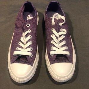 Converse size 7 shoes